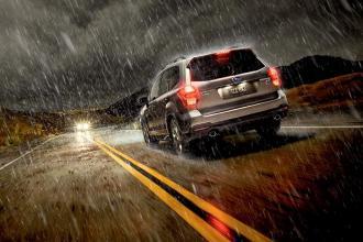 Lưu ý khi đi ô tô trong thời tiết mưa !